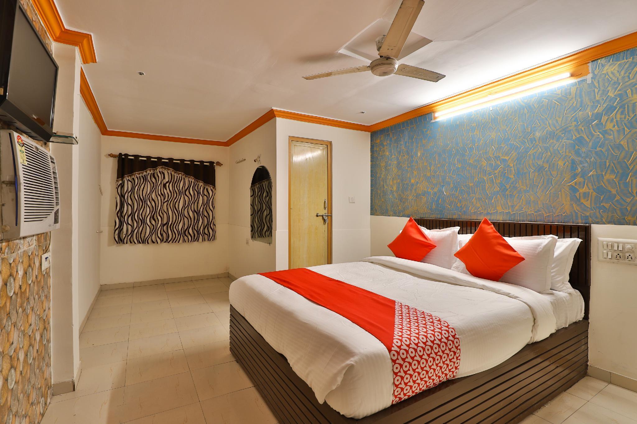OYO 29318 Hotel Krishna Palace