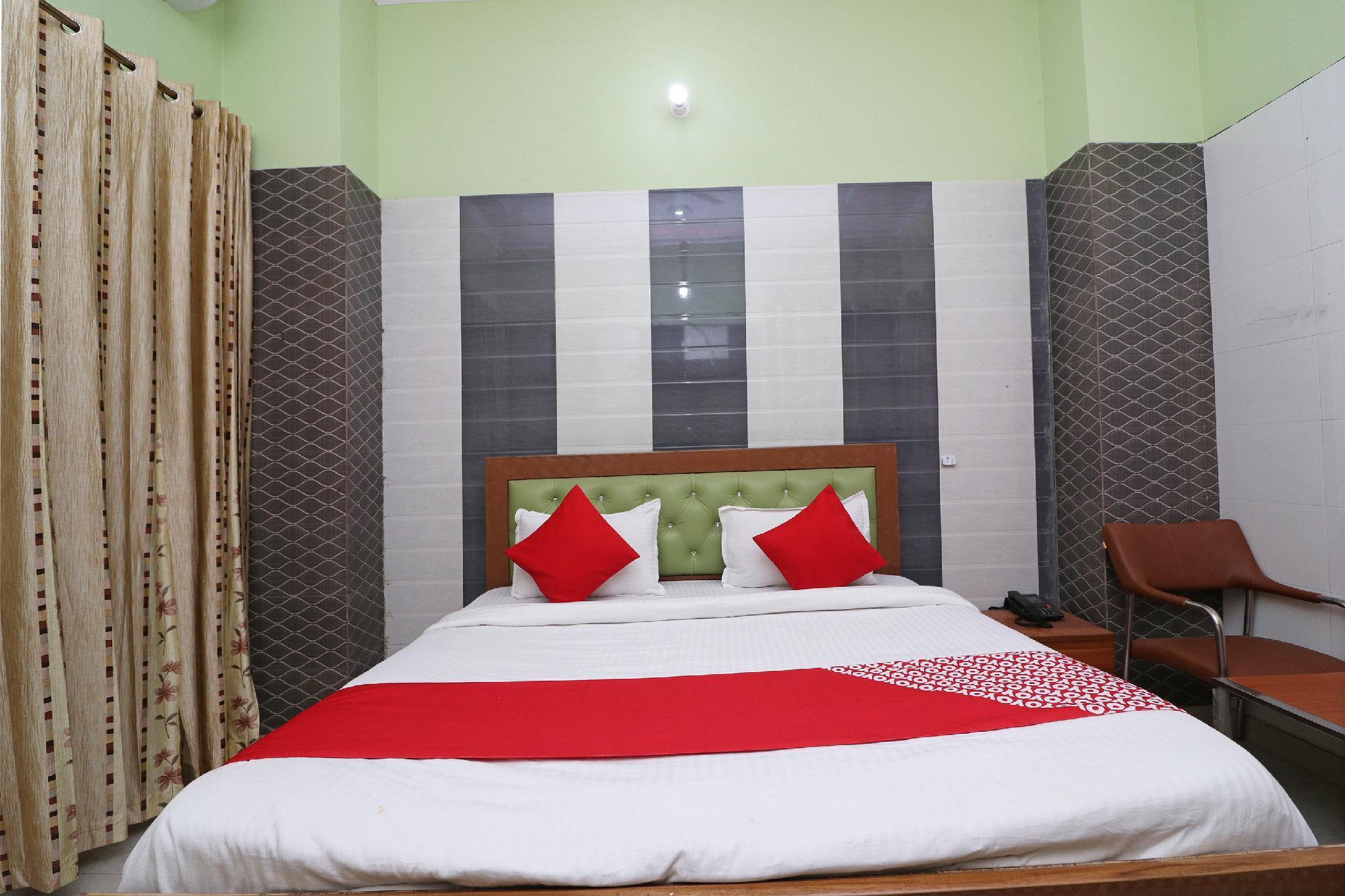 OYO 36440 Hotel Rajshree