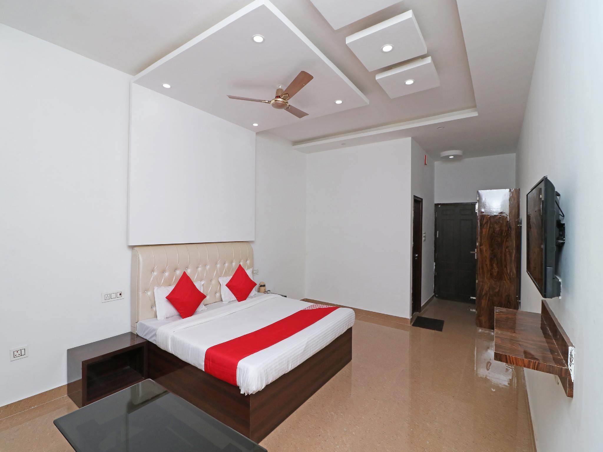 OYO 29755 Hotel Jammu Airlines
