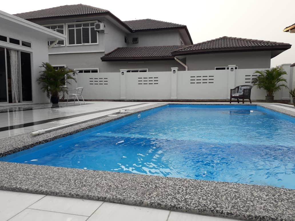 Renovated And Cosy Muslim Bungalow With Pool