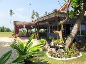 ラシカ ビーチ ホテル (Rasika Beach Hotel)