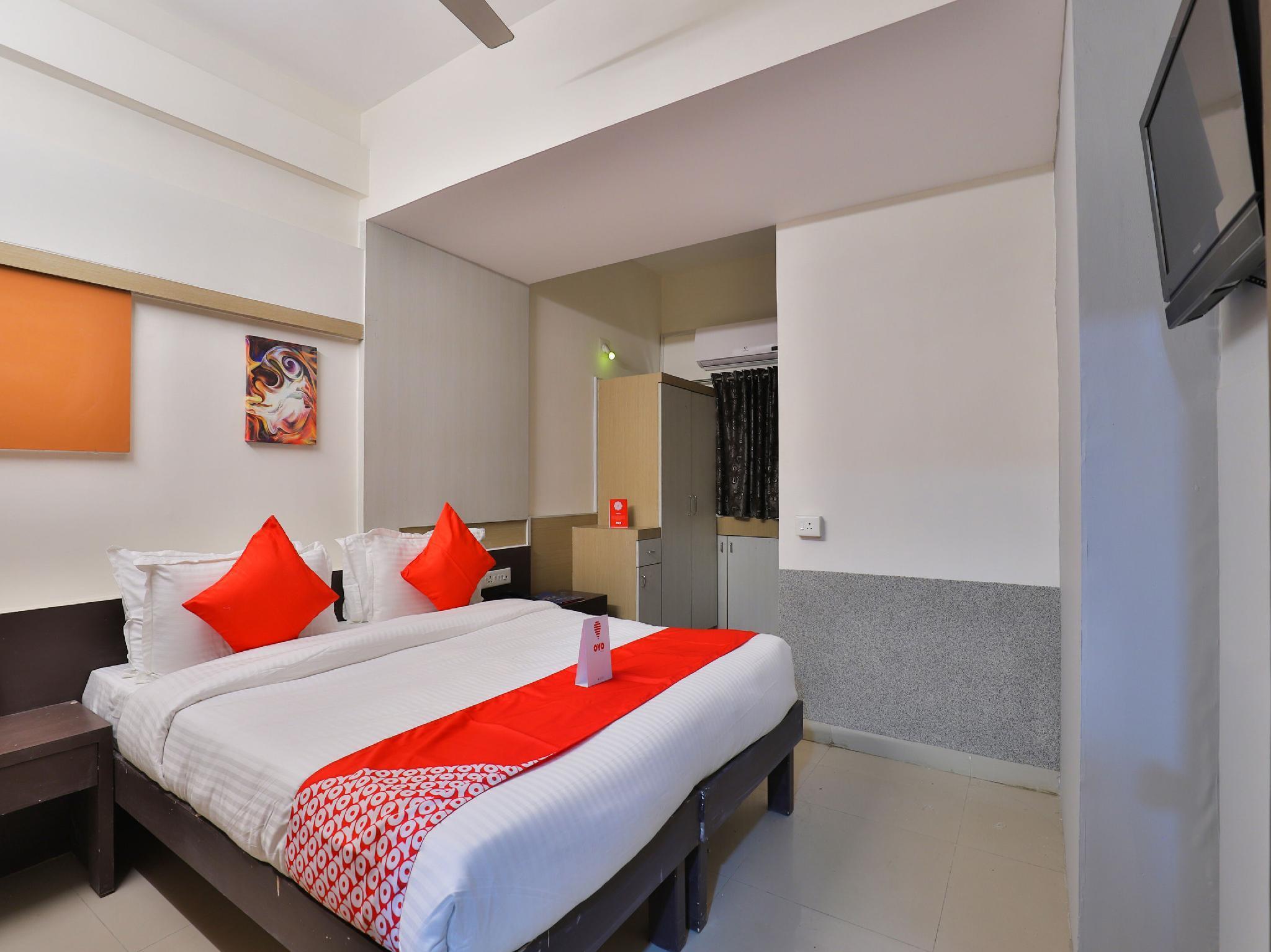 OYO 14942 Hotel Maple Leaf