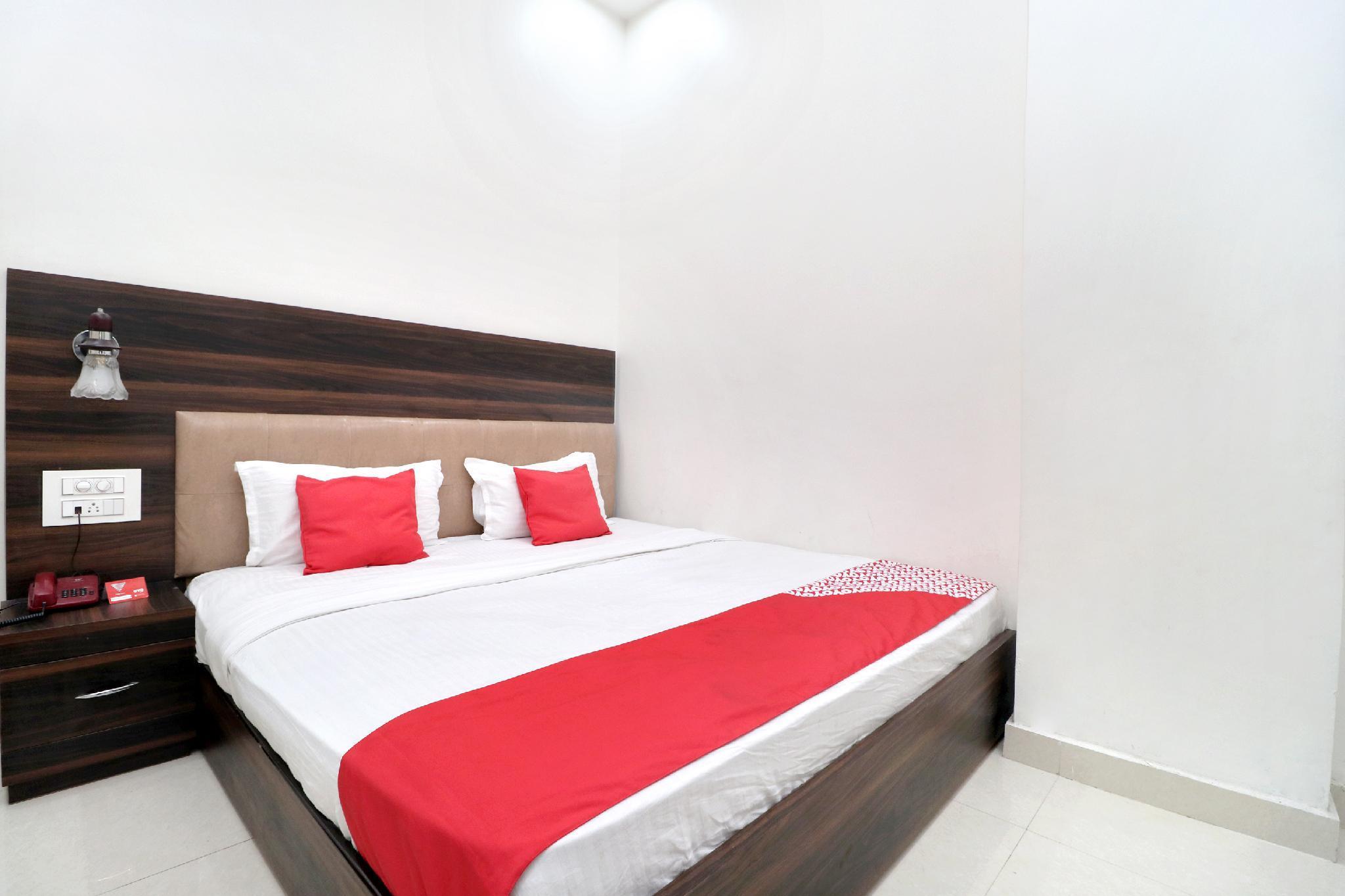 OYO 16379 Hotel Livinn Hub