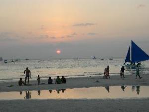 Boracay Travelodge Beach Resort