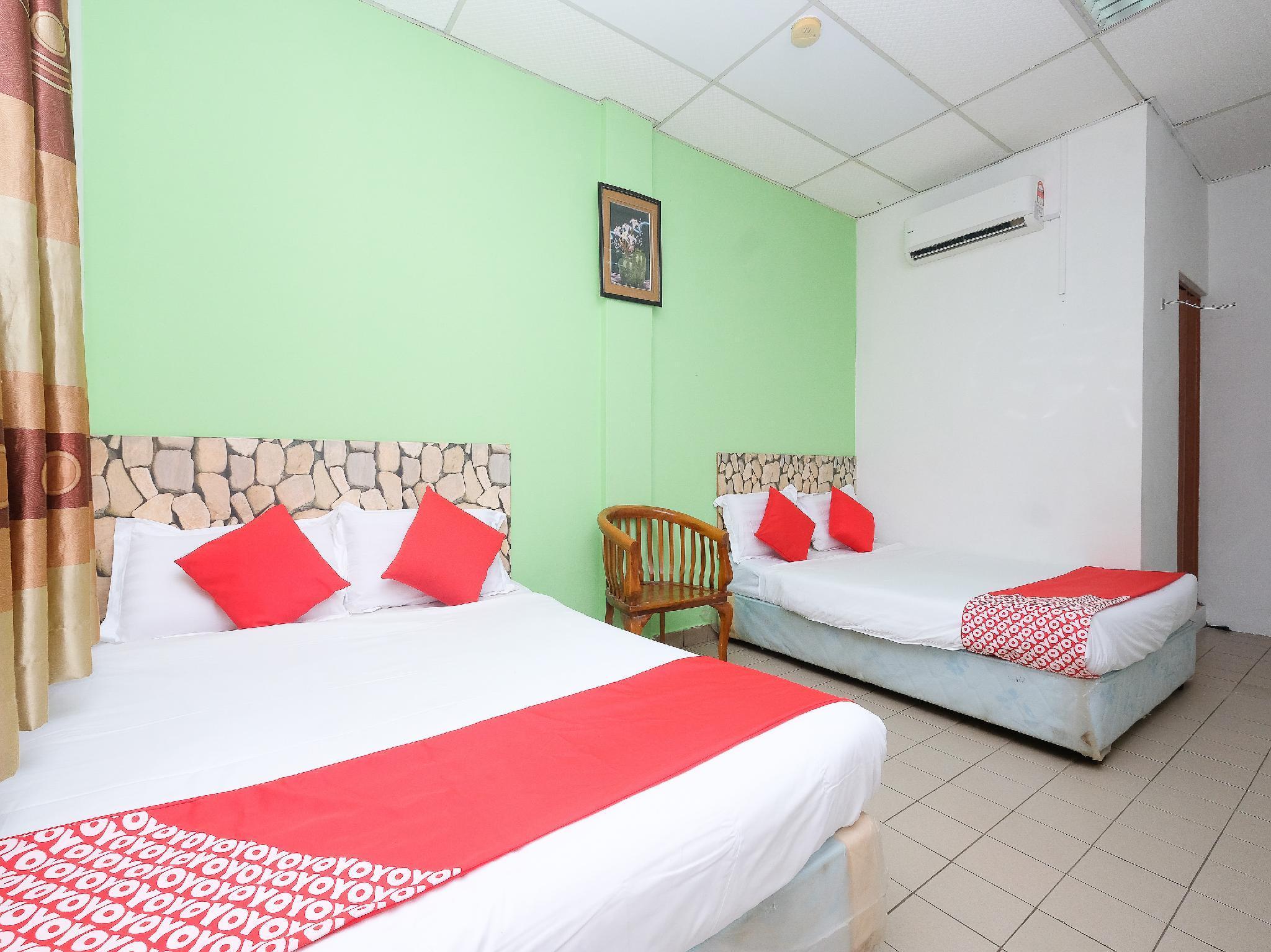 OYO 850 Gold Star Hotel