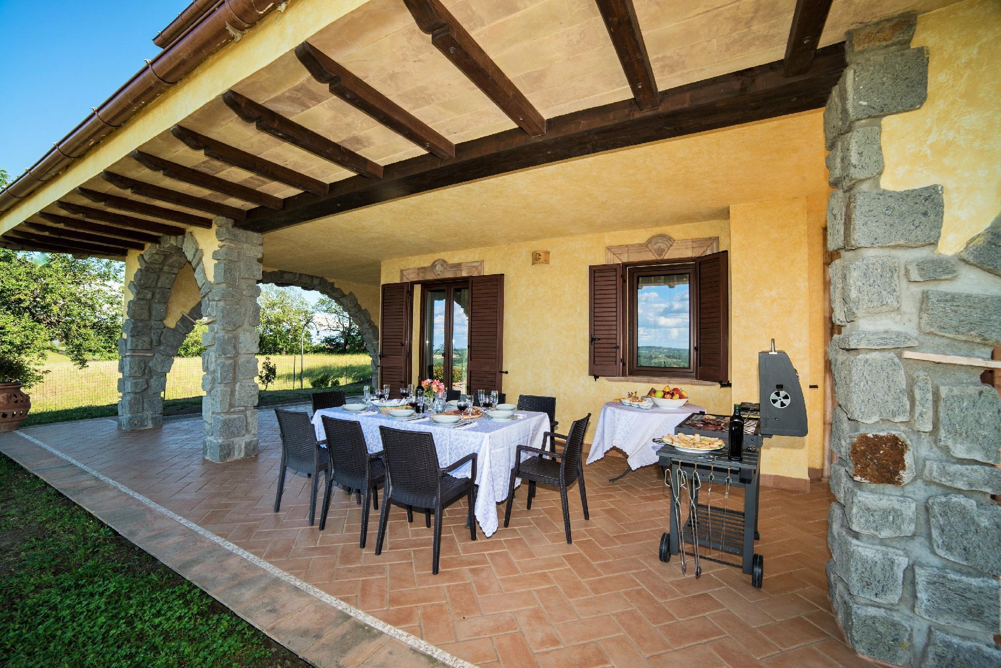 Villa In Cima Ad Una Collina Con Visuale Incantevole Sul Lago Di Bolsena