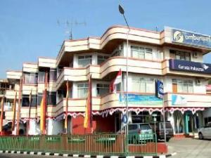 關於安邦蘇利飯店 (Ambun Suri Hotel)