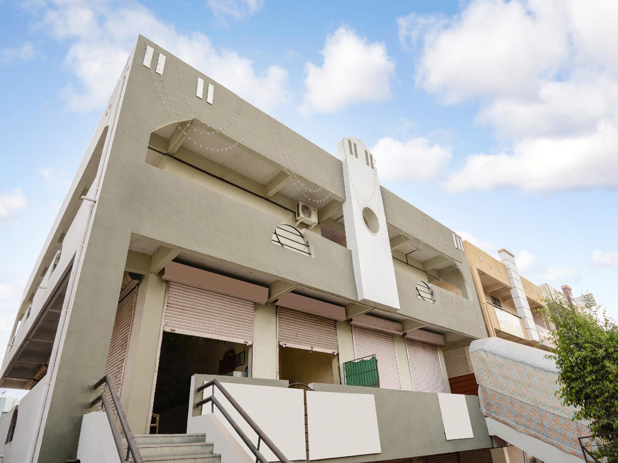 OYO 37311 Hotel Swara Residency