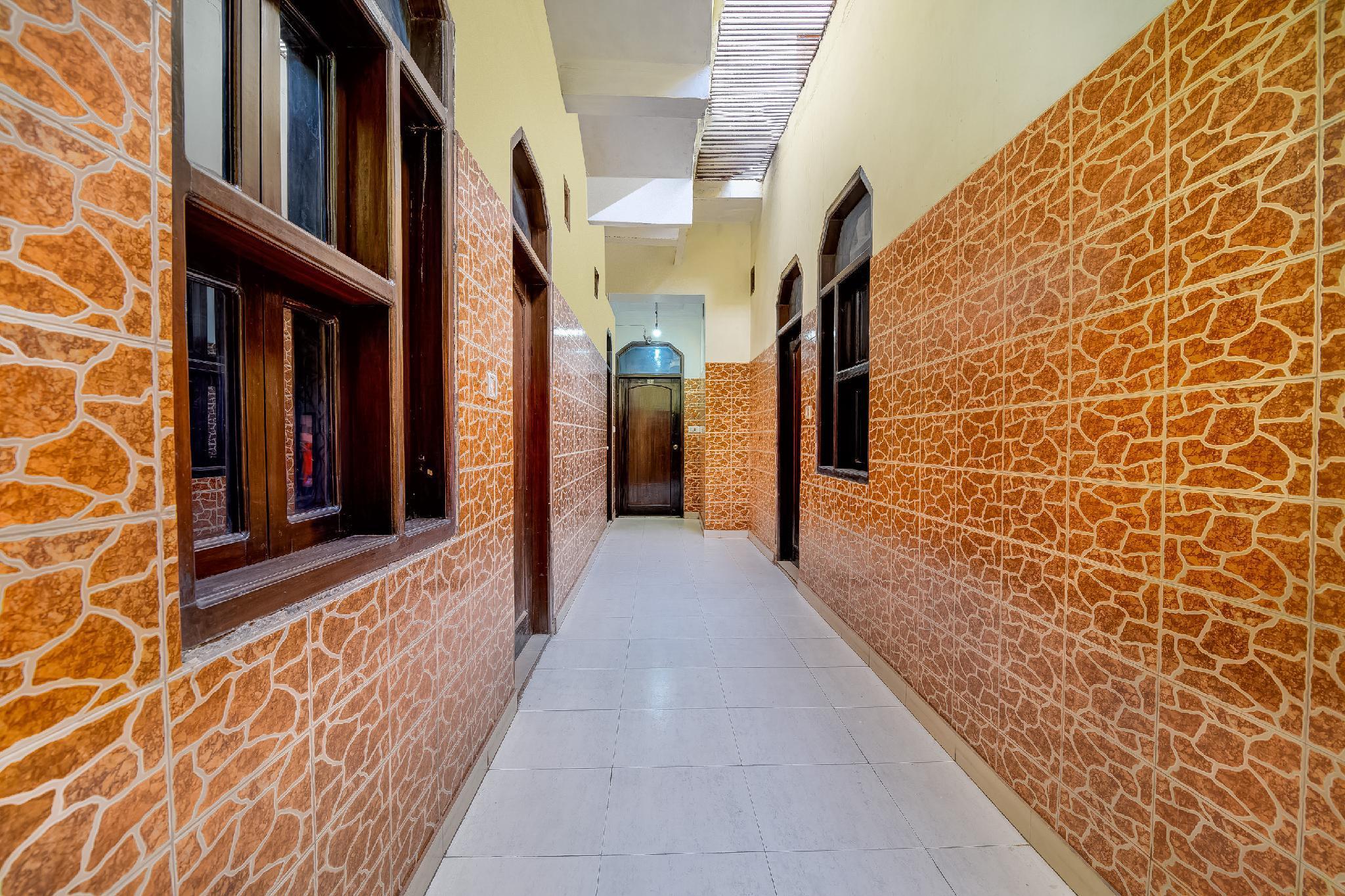 SPOT ON 37157 Hotel Viraat