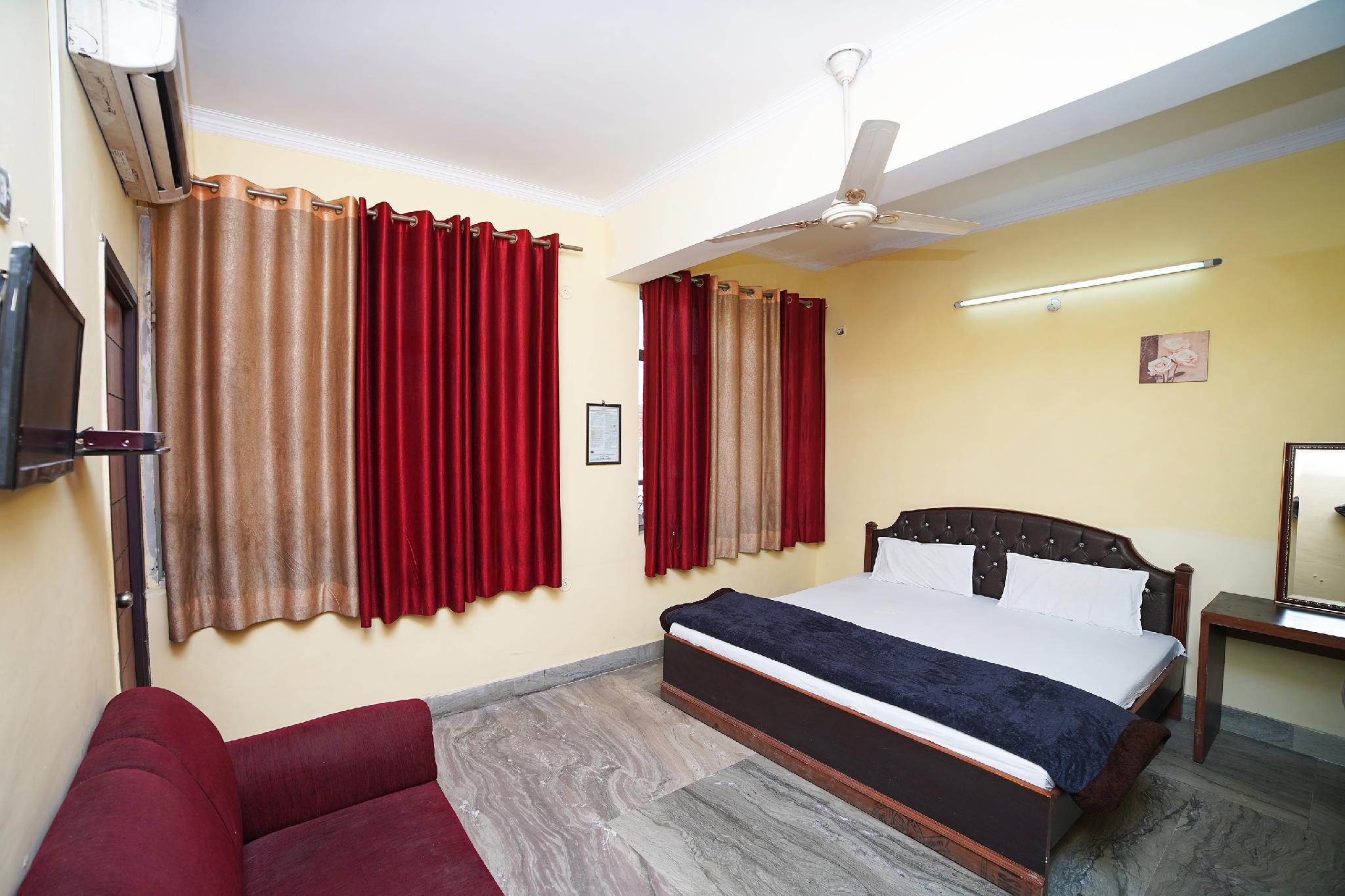 SPOT ON 37463 Hotel Arsh Palace