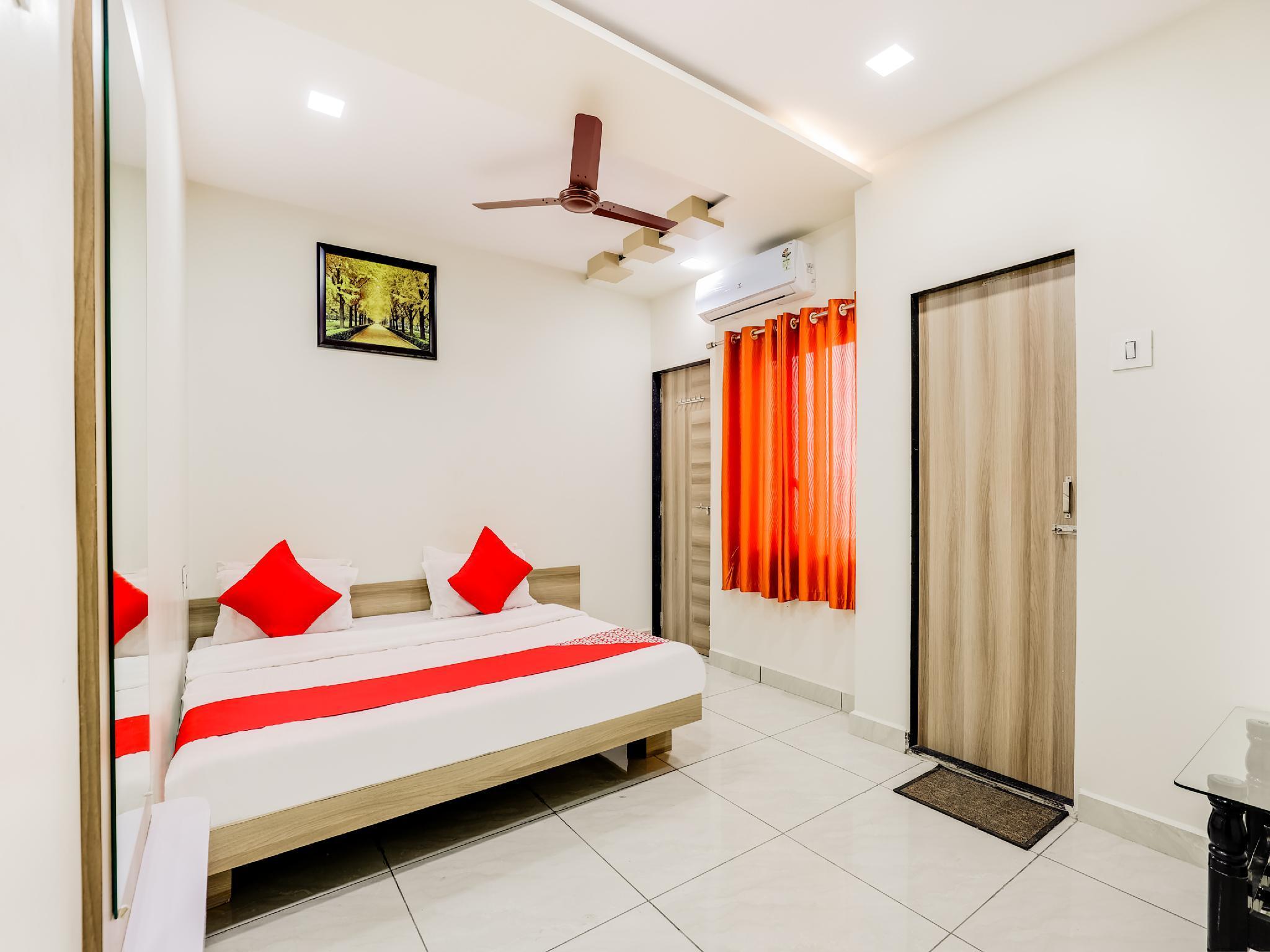 OYO 37770 Hotel Parishram