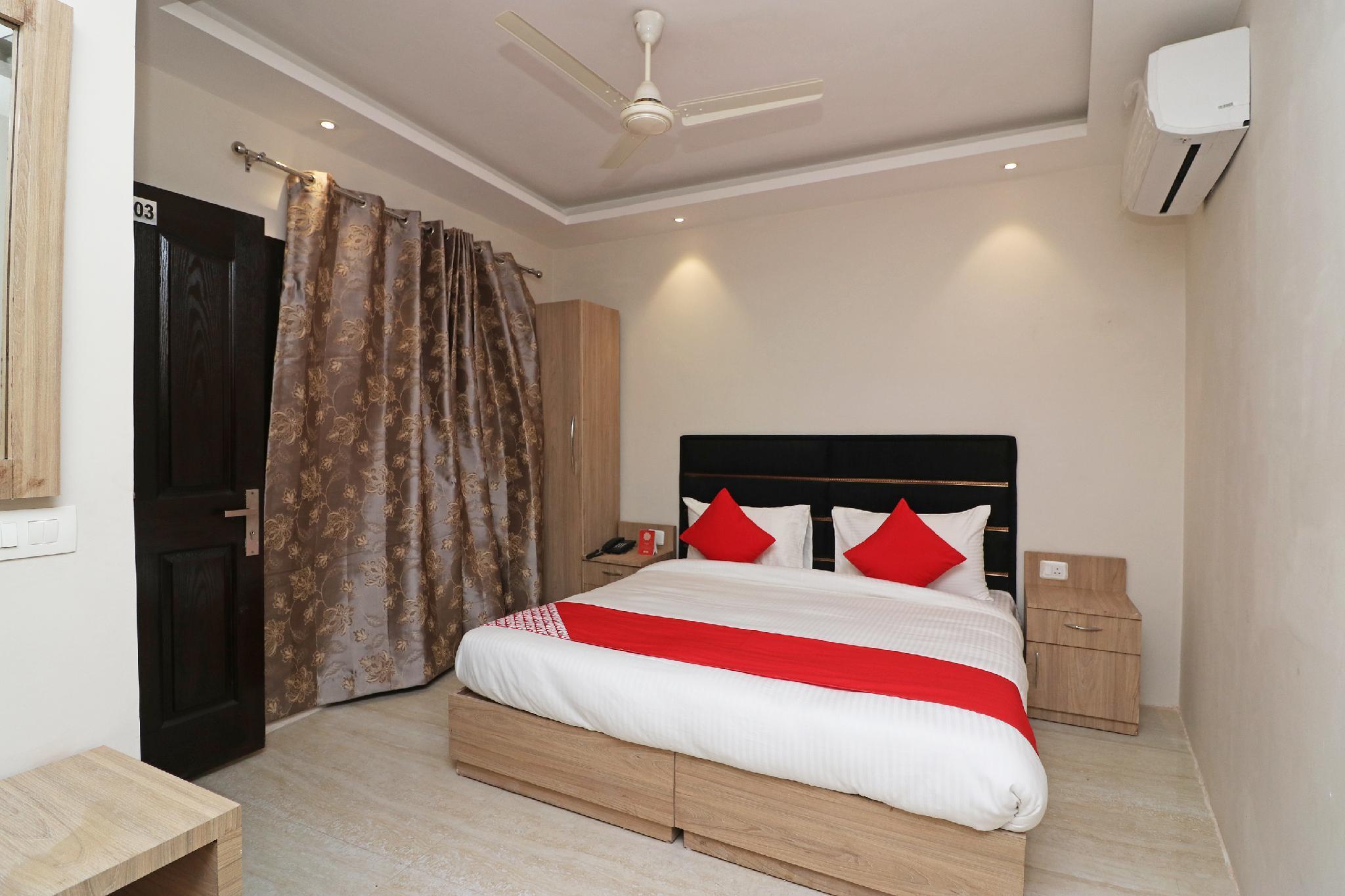 OYO Flagship 35617 Ashok Park Metro Inn