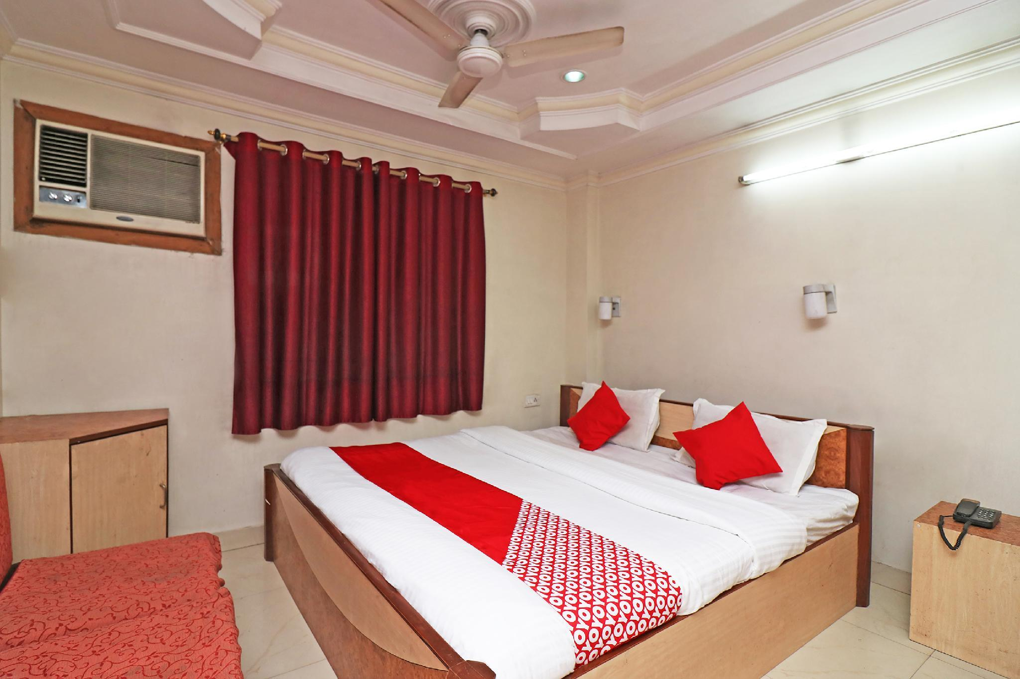 OYO 29941 Hotel Hukum Palace