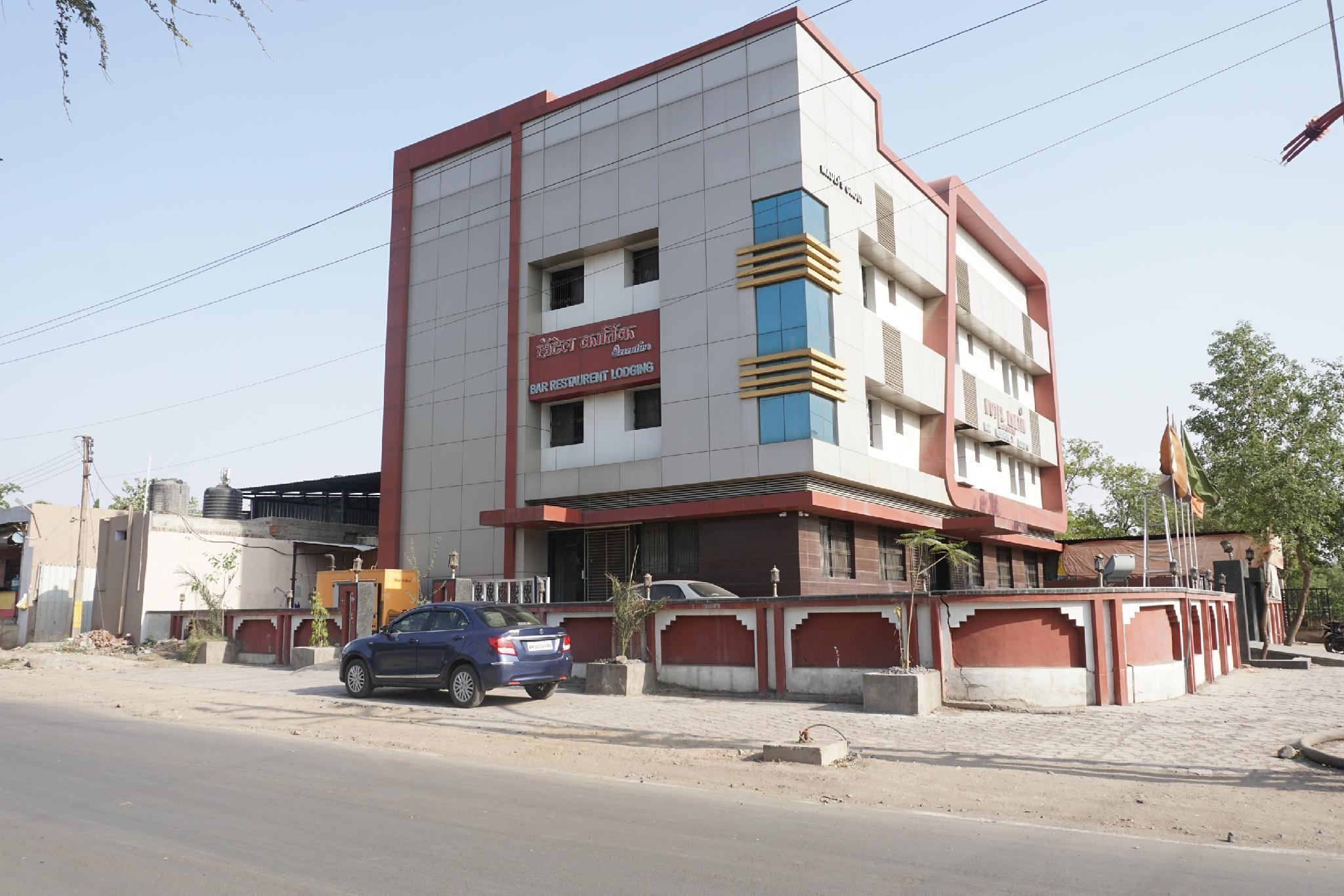 OYO 33396 Hotel Kartik