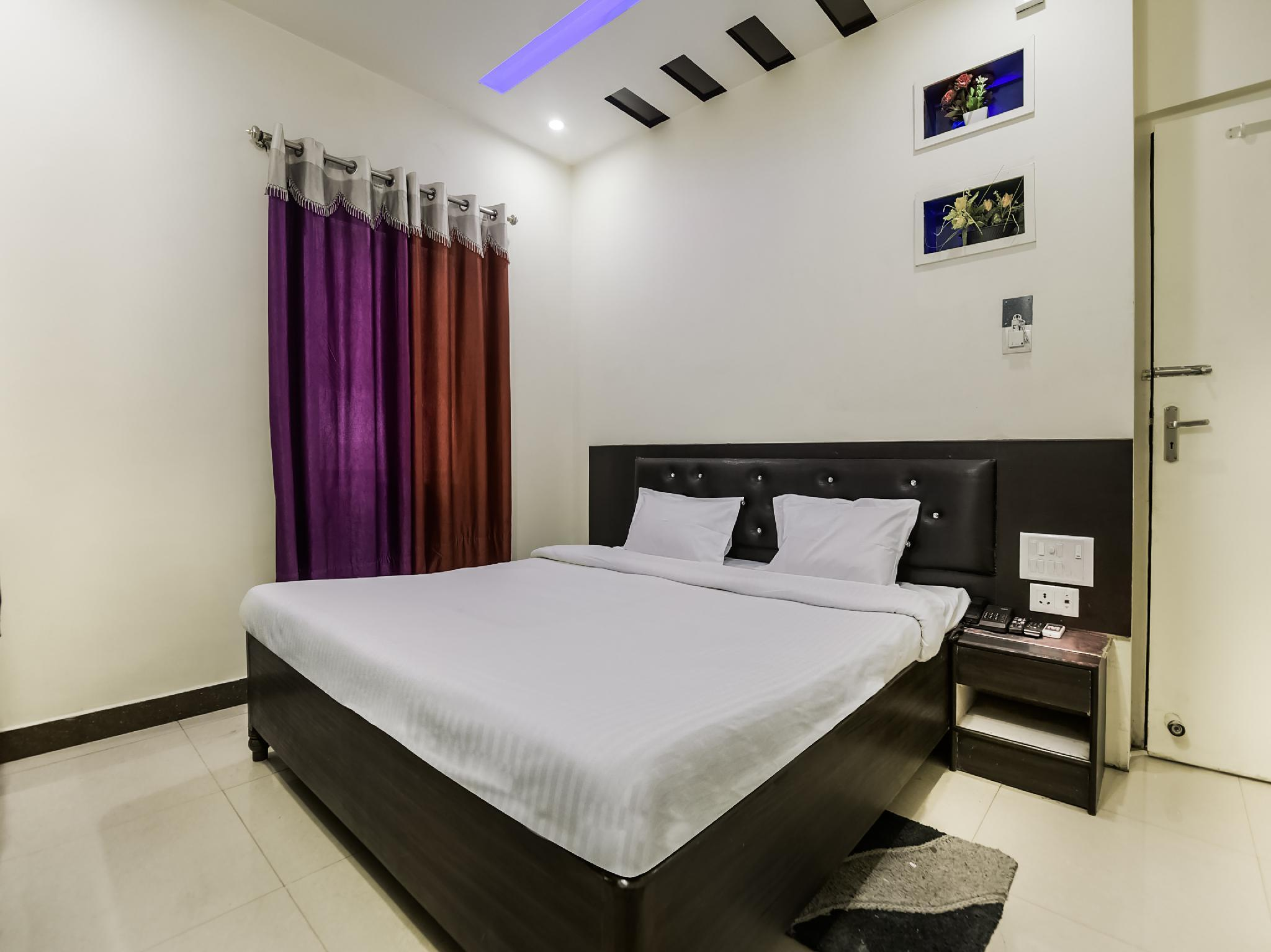 SPOT ON 37834 Hotel Geeta Palace