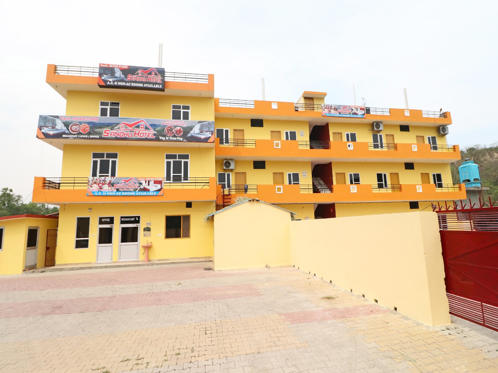 SPOT ON 37724 Sandhu Hotel