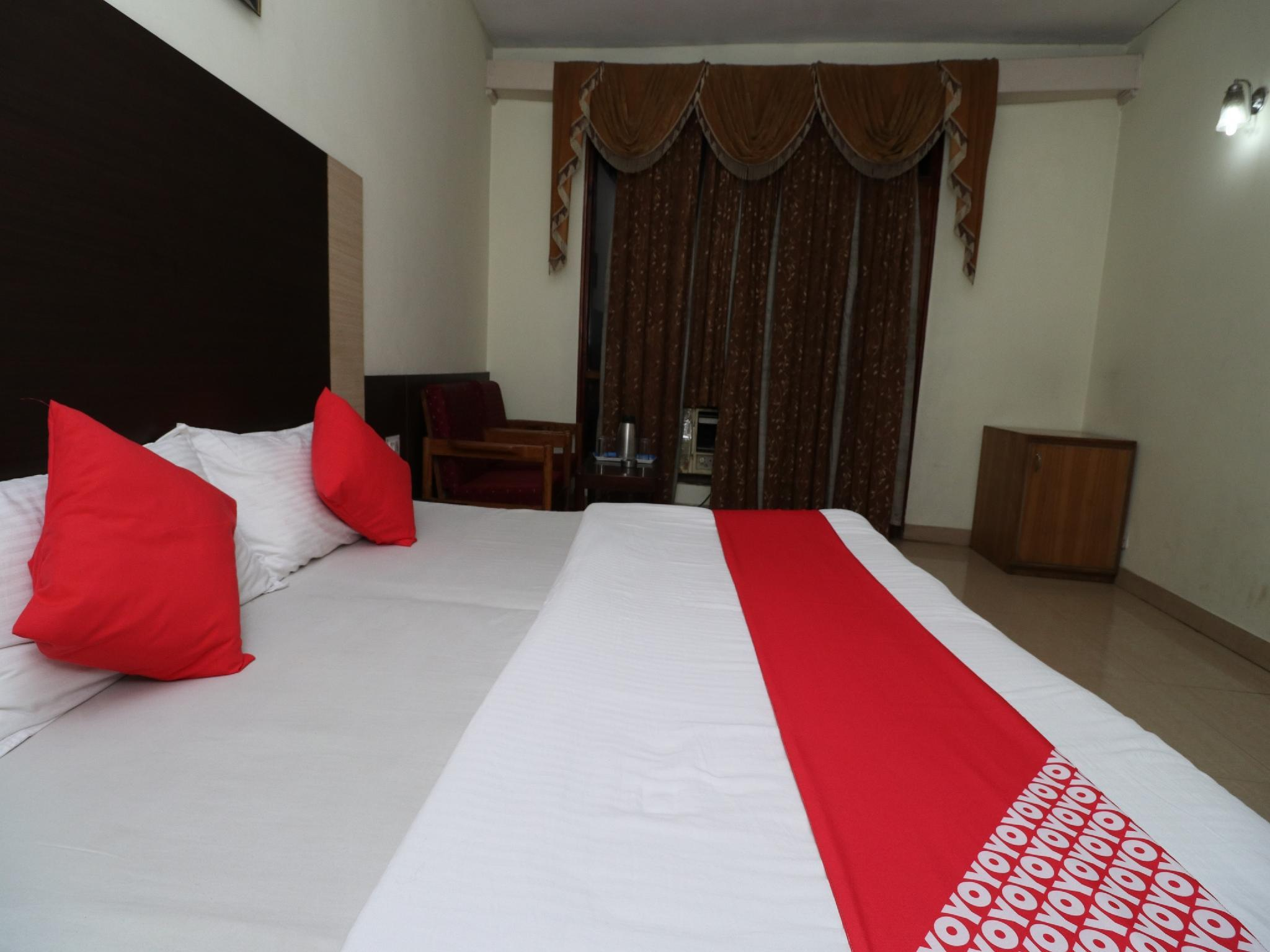 OYO 38036 Hotel Basera