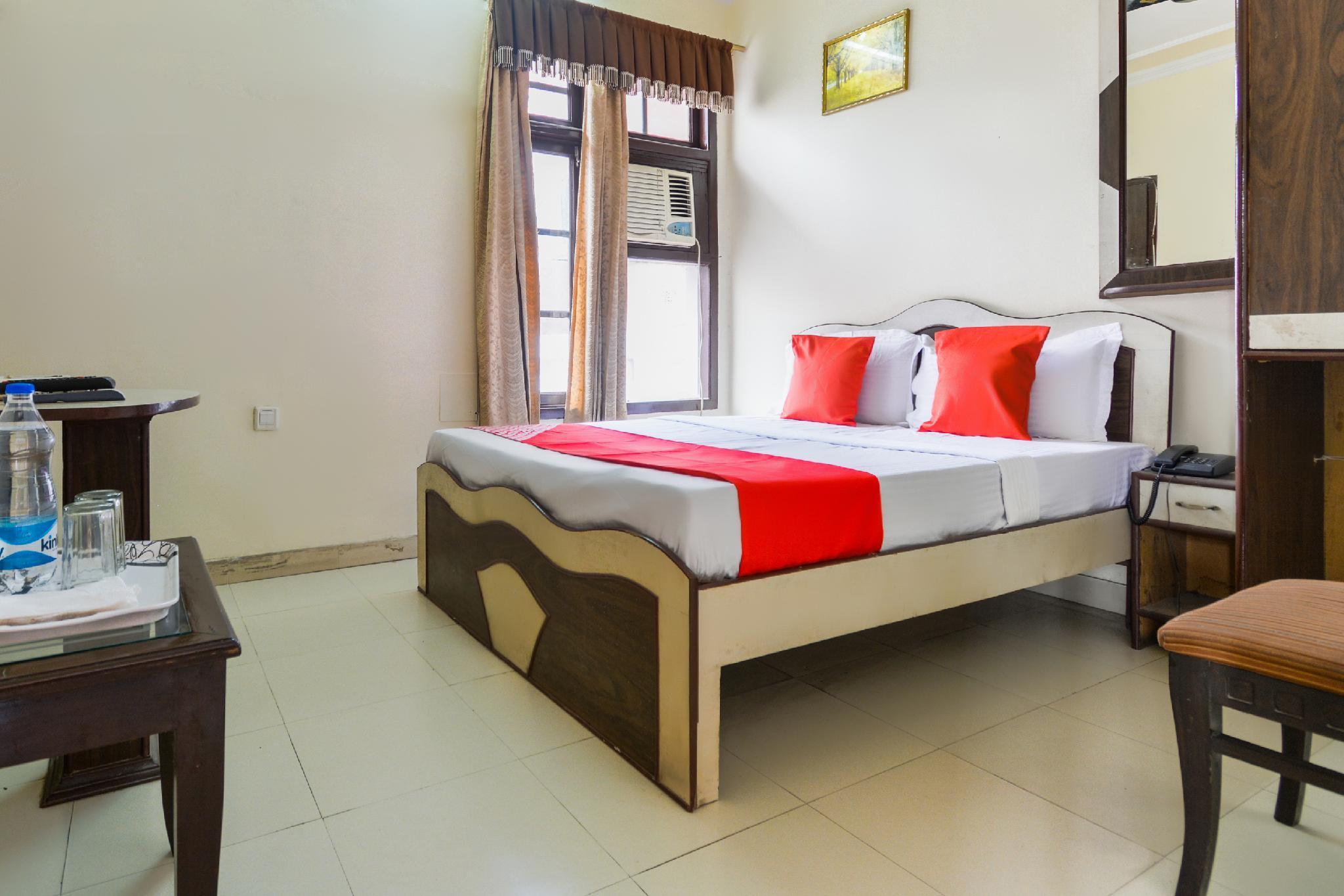 OYO 29076 Hotel Surya Residency