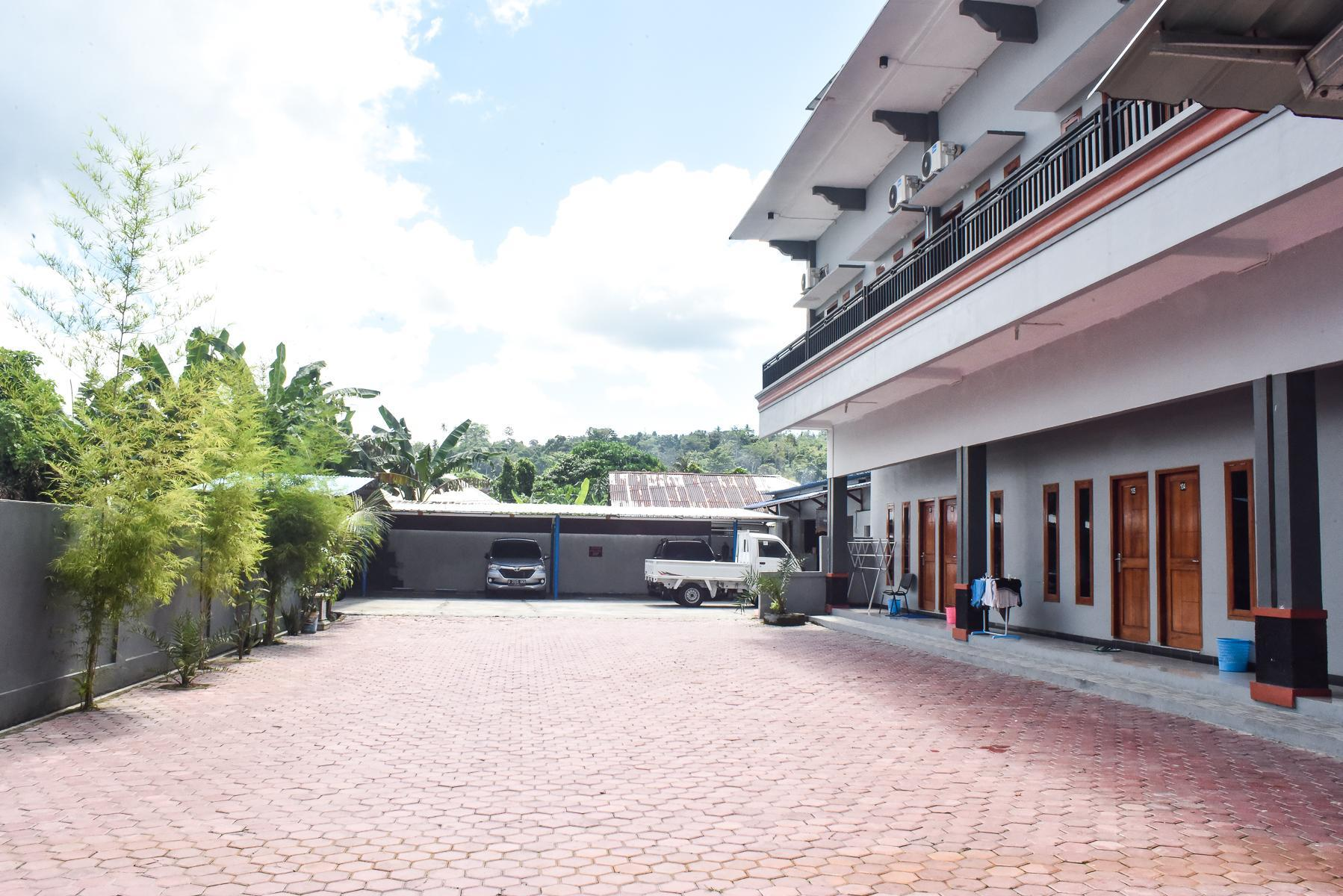 RedDoorz Near Universitas Pattimura Ambon