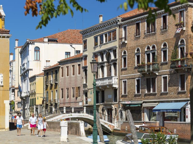 Palazzo Guardi Bed and Breakfast