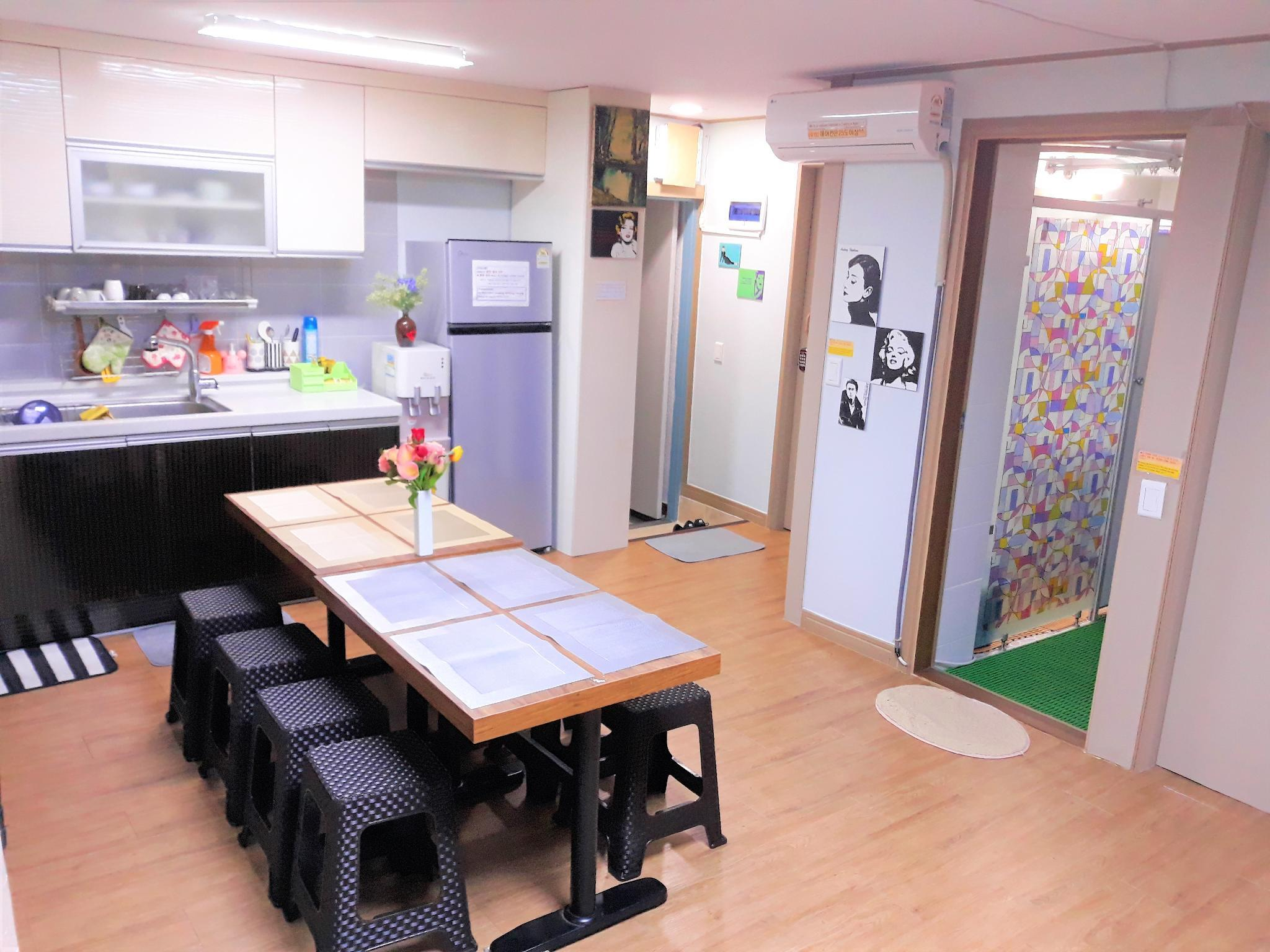 BUSAN ST. WLB GUEST HOUSE Private Space 6 9 Guests