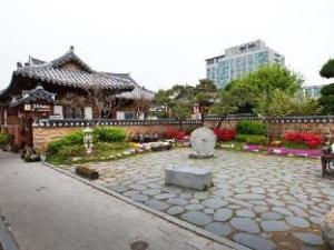 Kim Myeong Ok Hanok Guesthouse