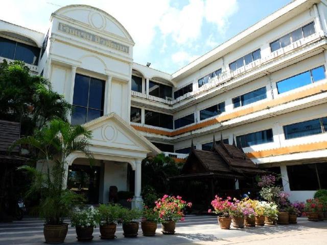 โรงแรมนิวพัฒนา – New Pattana Hotel