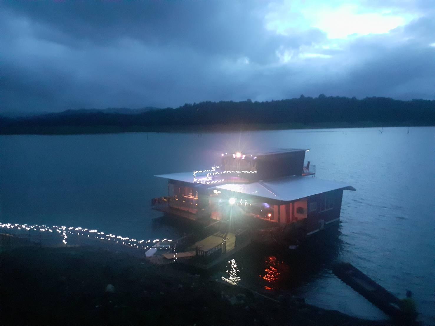 Floating House Suriya