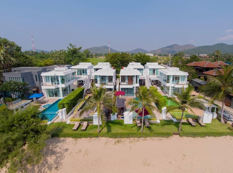 4 Bedroom Family Beachfront Pool Villa