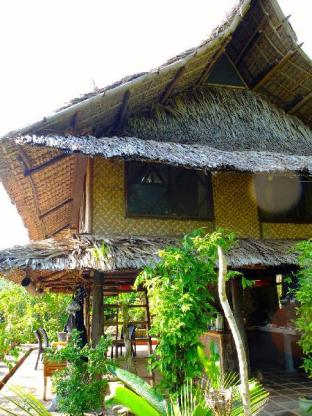picture 5 of The Bali Huts