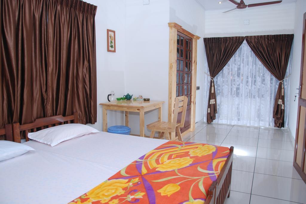 Hotel Reviews: Jojies Homestay – Prices, Picture and Deals