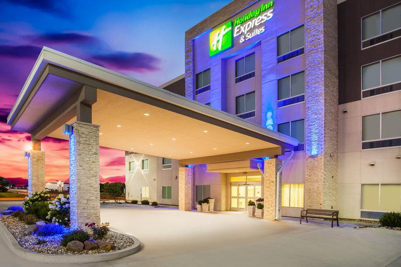 Holiday Inn Express & Suites Litchfield