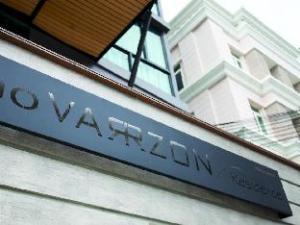 Varrzon Residence