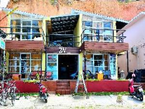 2W Beach Hostel