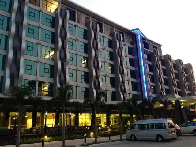 โรงแรมอัลวาเรซ – Alvarez Hotel