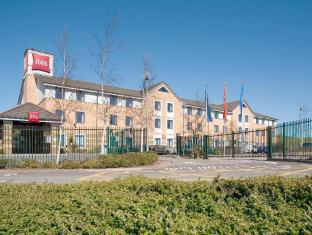 Фото отеля ibis Cardiff Gate - International Business Park