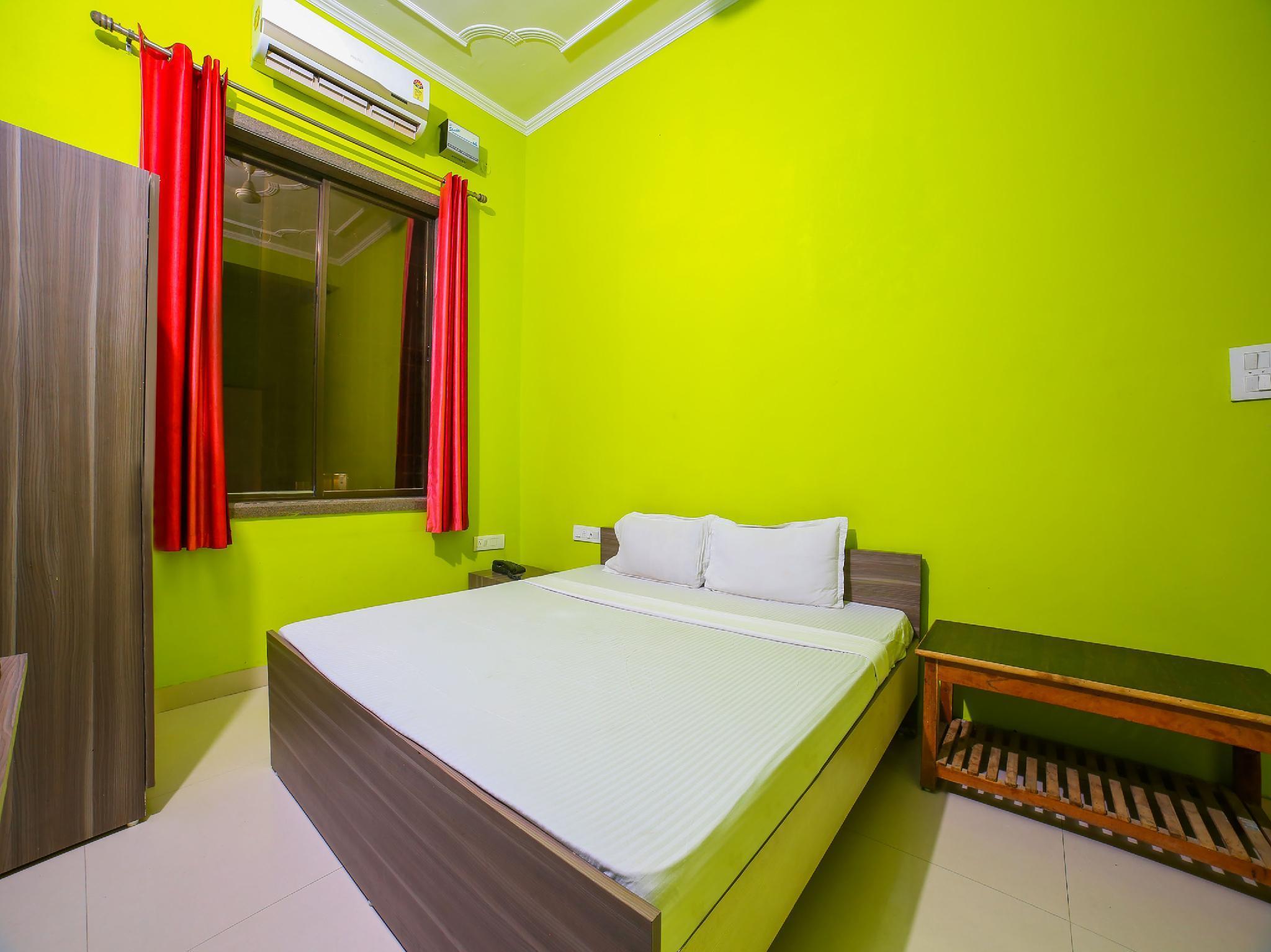 SPOT ON 42125 Hotel Raghu Palace