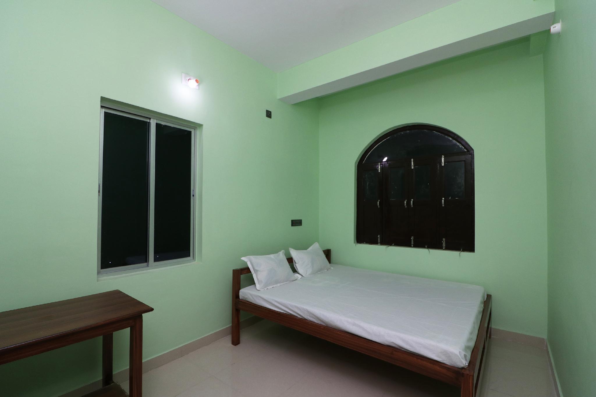 SPOT ON 41904 Hotel R.r Palace