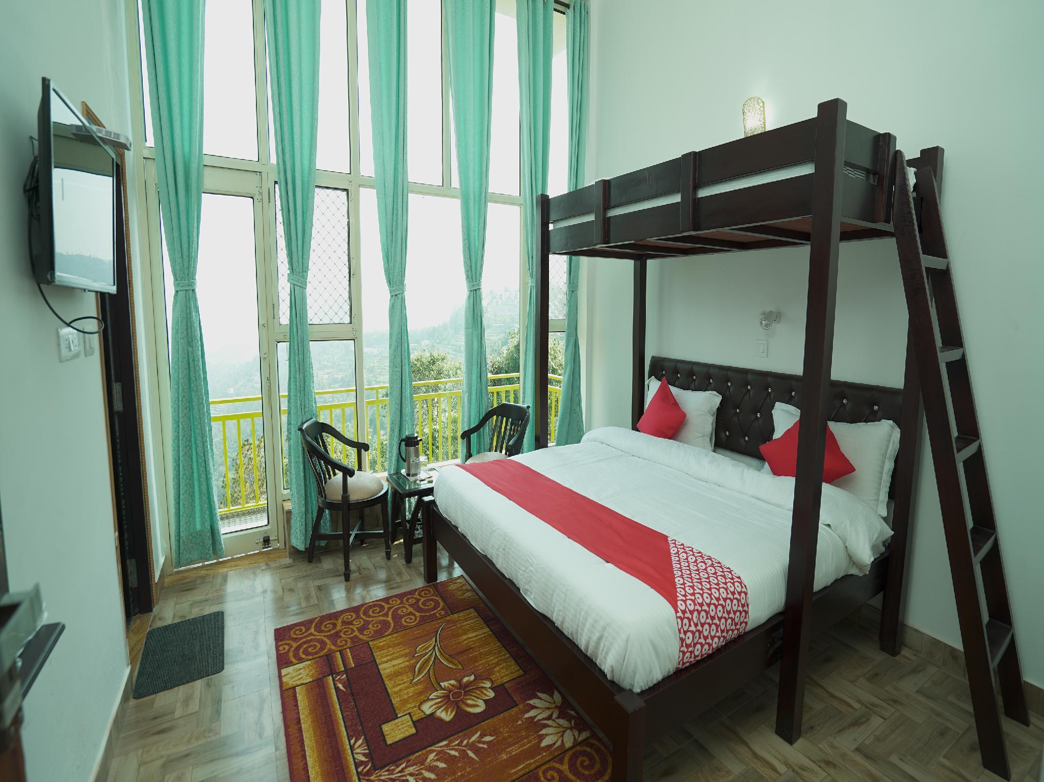OYO 42005 Hotel Golden Ray