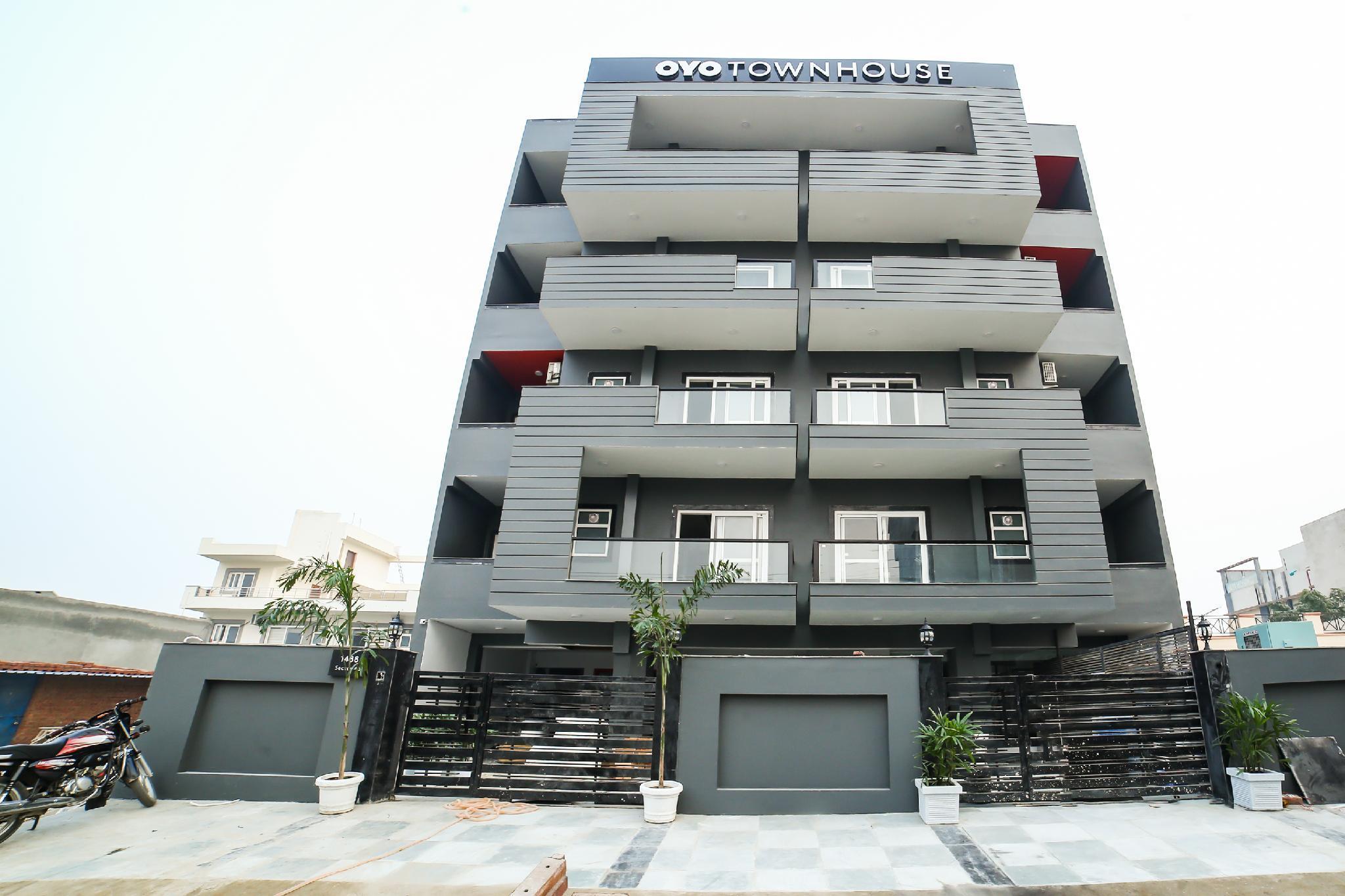 OYO Townhouse 221 Sec 46 Gurgaon