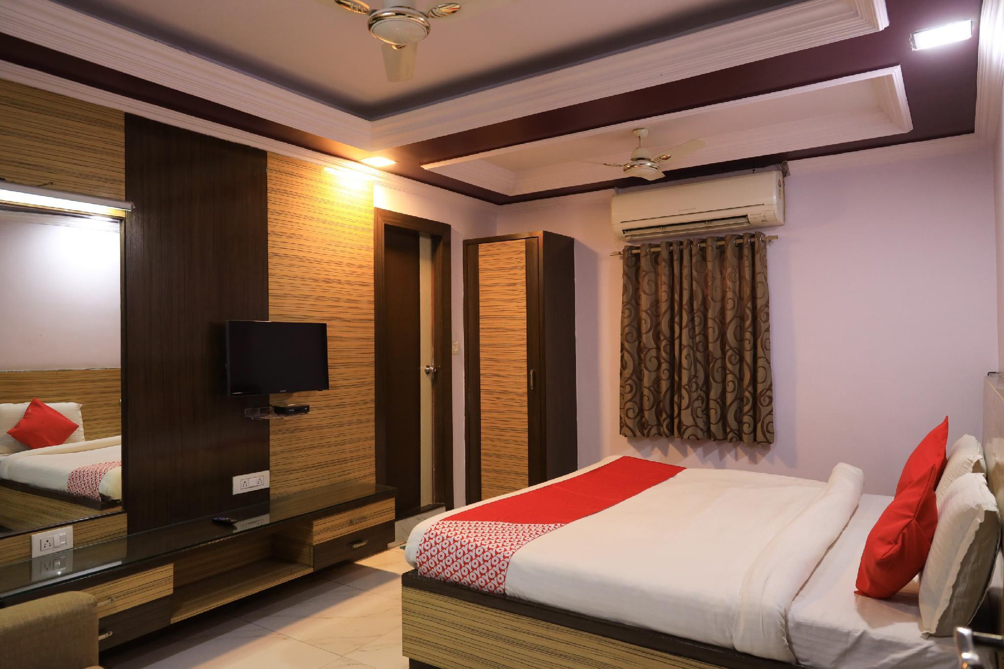 OYO Flagship 42122 Hotel Rahul Ganeshpeth Colony