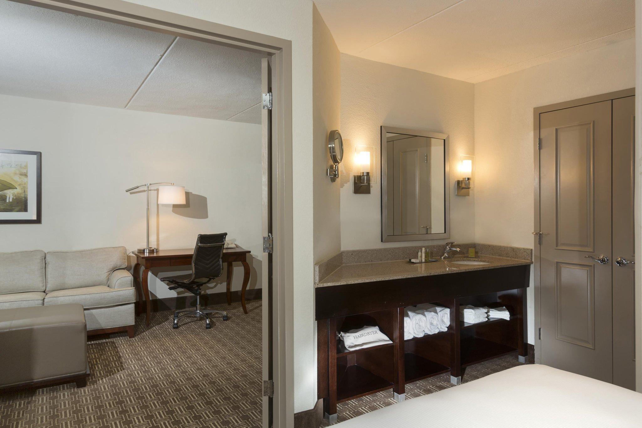 Doubletree Guest Suites Nashville Airport Hotel