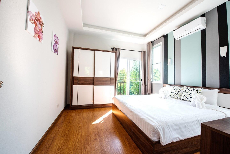 Private villa with 2 houses 4 BR near Airport&city วิลลา 4 ห้องนอน 4 ห้องน้ำส่วนตัว ขนาด 600 ตร.ม. – สนามบินเชียงใหม่