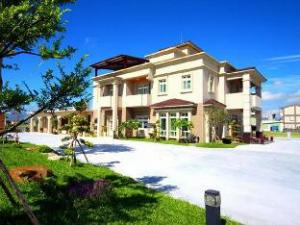 Glamorous Resort Hostel