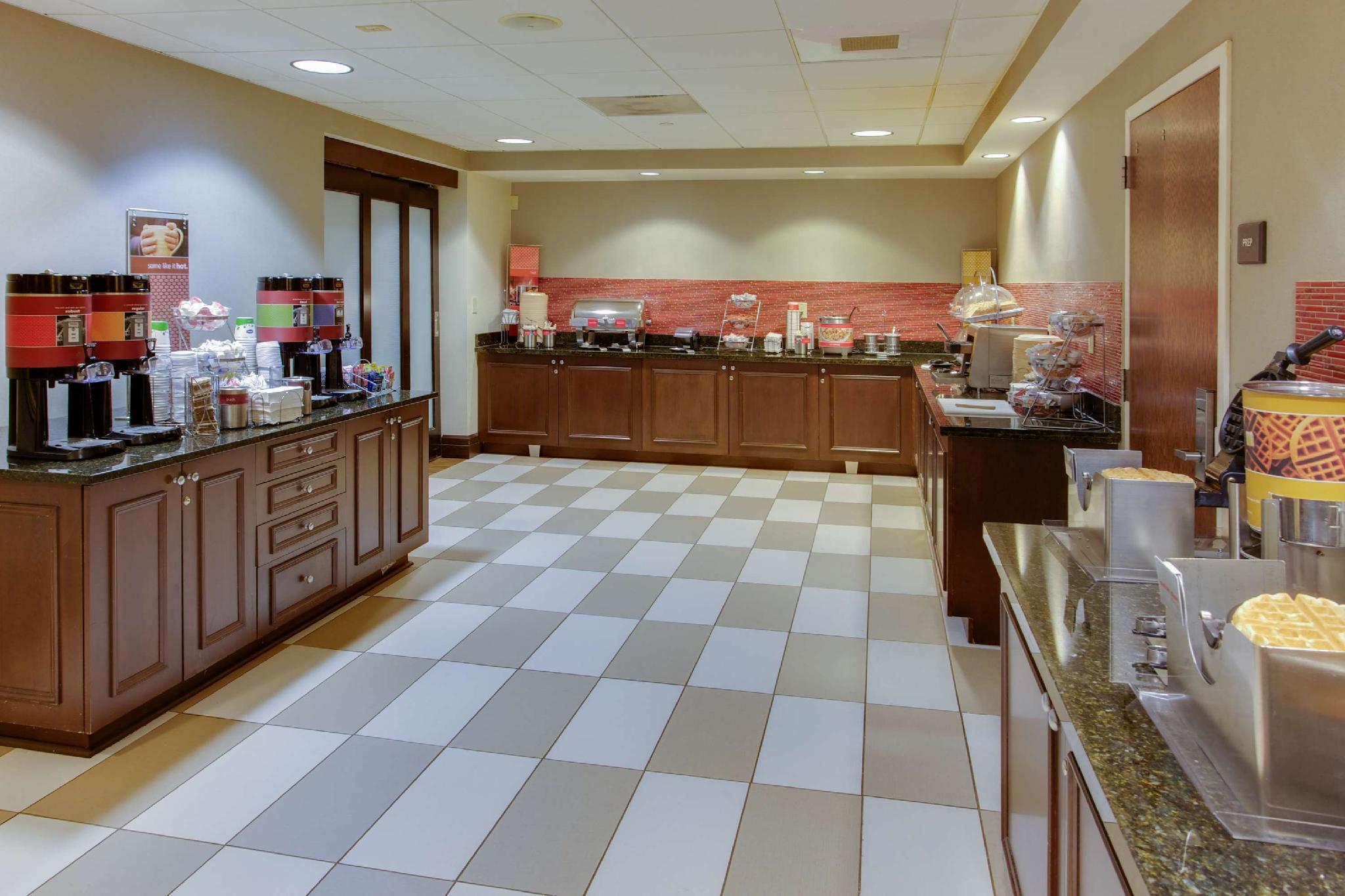 Hampton Inn Garden City   NY Hotel