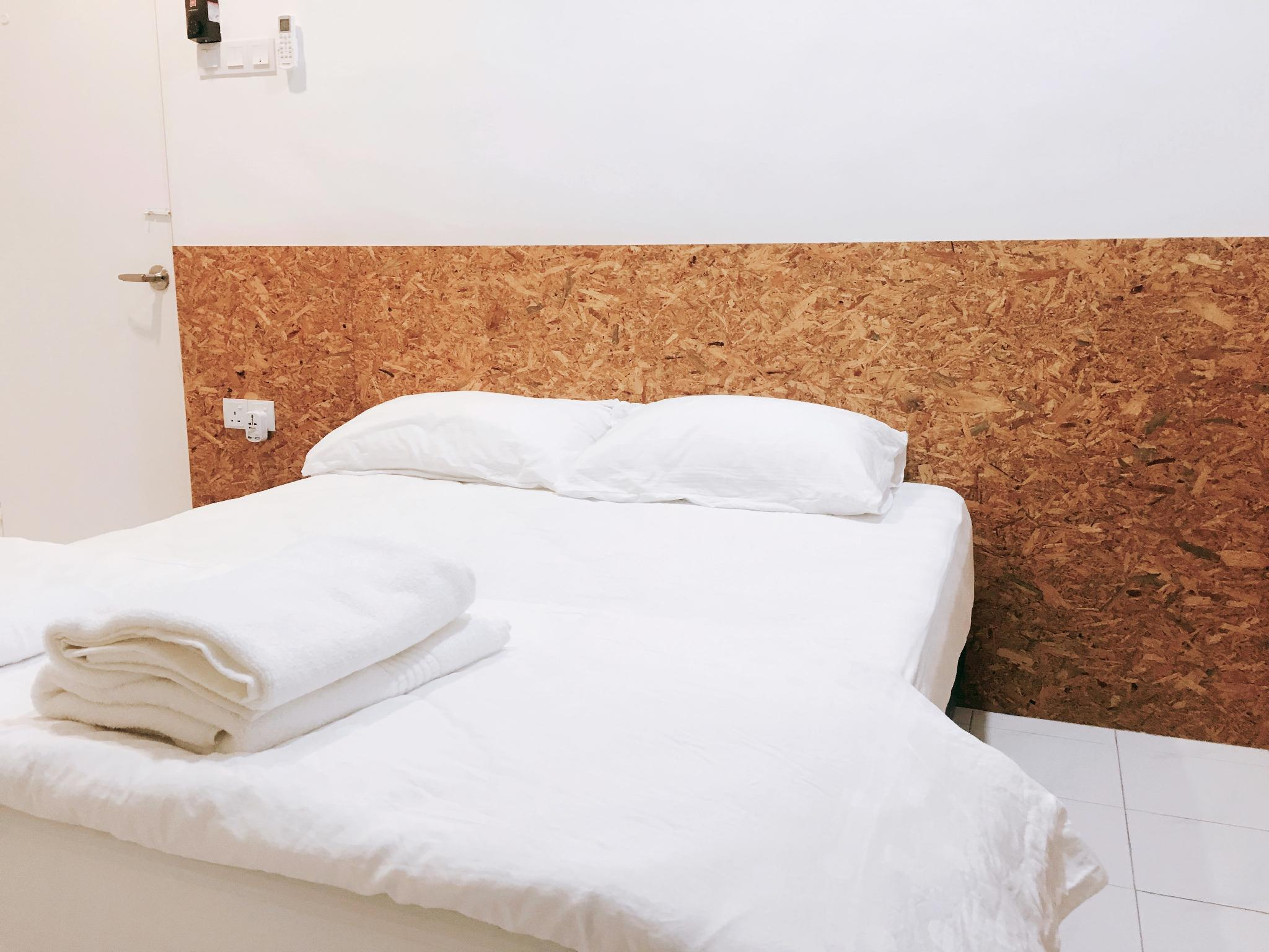 22 Haus  King Bed For 2 With Private Bathroom