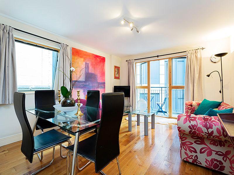 Veeve  Apartment Barbican Aldersgate Steet