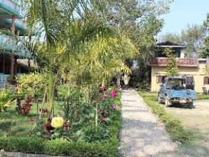 奇特旺公园小屋酒店 (Hotel Chitwan Park Cottage)