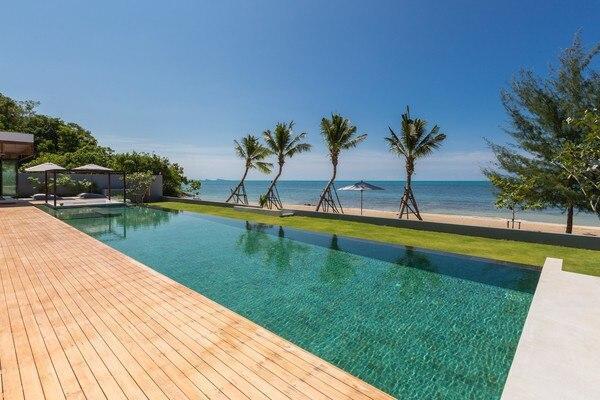 Villa Malouna  Beachfront