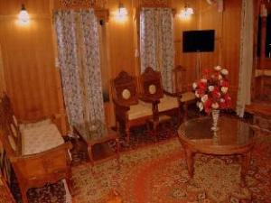Goona Palace Houseboat